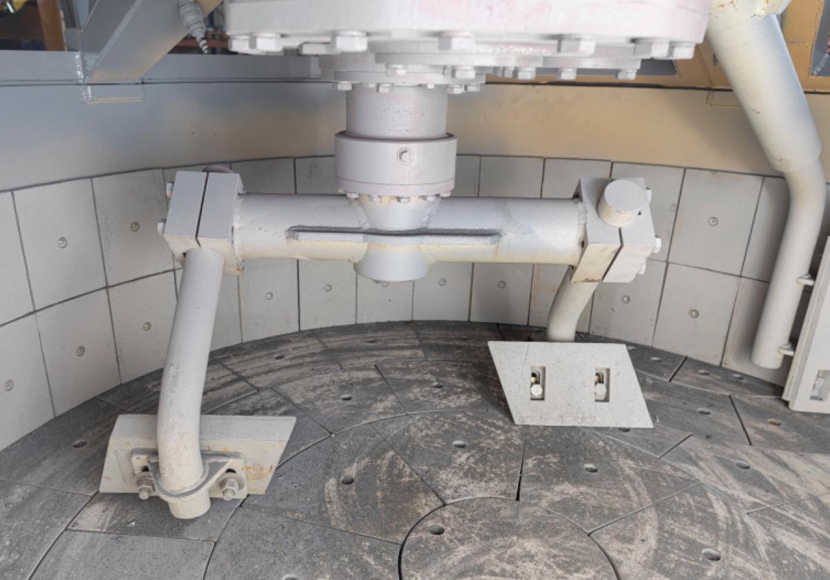 Planetenmischer mit Verschleißkacheln